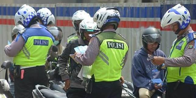 Operasi lalu lintas (Merdeka.com)
