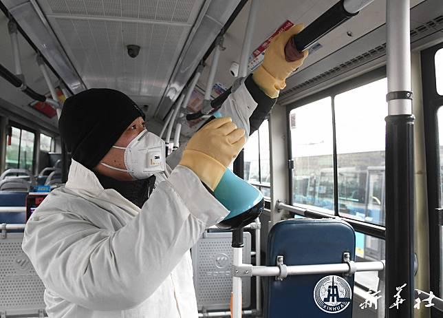 แช่แข็งทั่วจีน: หยุดเดินรถ-งดออกเที่ยว-เลื่อนเปิดเทอม-เพิ่มวันหยุดยาว-ฆ่าเชื้อราวบันได รับมือโคโรนา