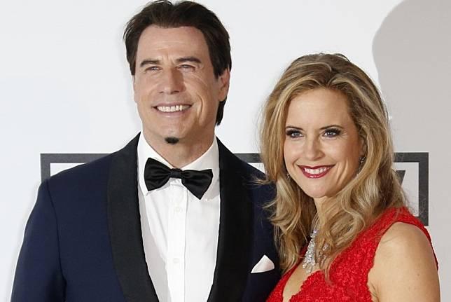 Pasangan selebritas John Travolta dan Kelly Preston. Pada Ahad, Travolta mengumumkan istrinya meninggal dunia setelah dua tahun berjuang melawan kanker payudara.