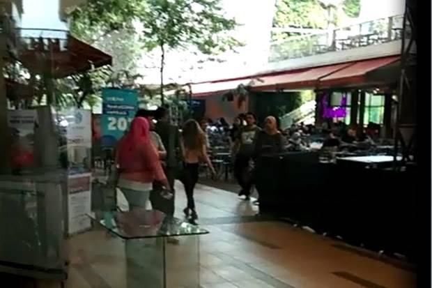 Polisi Masih Cari Identitas Wanita Bertelanjang Dada di Mal Bekasi
