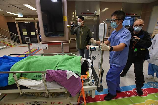 女子墮樓送伊院搶救。