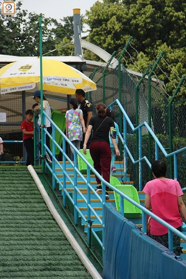 滑草場是免費玩,大家不妨排隊玩多幾次。(資料圖片)