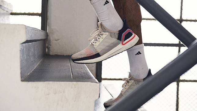"adidas Running เปิดตัว ""Ultraboost 19"" วางจำหน่ายอย่างเป็น"