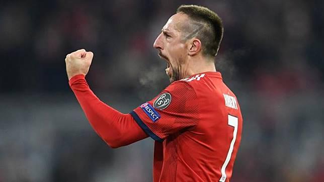 Pemain Bayern Munchen Franck Ribery melakukan selebrasi usai menjebol gawang Benfica saat bertanding dalam penyisihan grup E Liga Champion di Allianz Arena, Munich, Jerman, 27 November 2018. REUTERS/Andreas Gebert