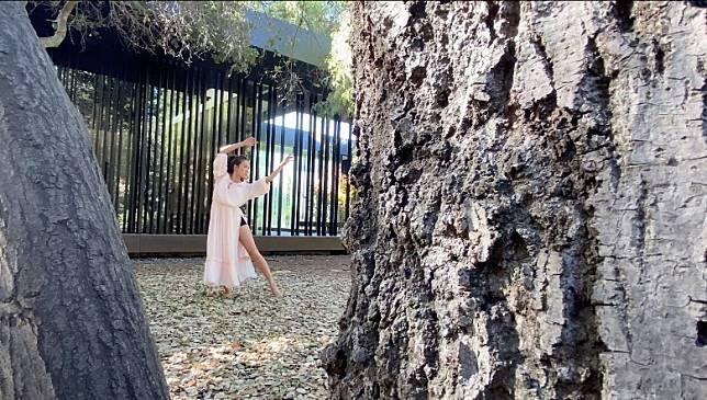 《Kisses from Nature》拍的是人與大自然間的關係,兩者可以完美融合。(被訪者提供)