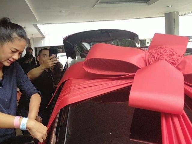 Baim Wong Hadiahi Mobil untuk Paula Verhoeven