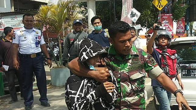 Kopda Emanuel Maresyembun, anggota TNI yang melerai tawuran pelajar SMA di Kendari, Jumat (6/12/2019).(Liputan6.com/Ahmad Akbar Fua)