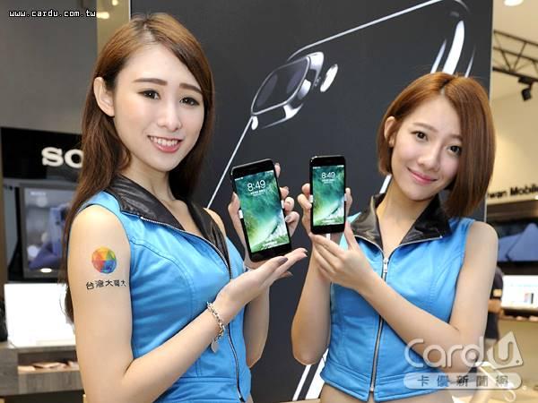 2016年9月在台首賣的iPhone 7機種,至今歷久不衰,電信三雄更推出購機限期優惠方案(圖/卡優新聞網)