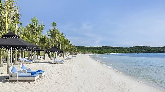 私人沙灘亦走法國風情。(網頁圖片)