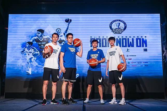 ▲第41屆瓊斯盃,四隊代表吳永盛(左起)、陳盈駿、潘姿吟、陳薇安。(圖/中華民國籃球協會提供)