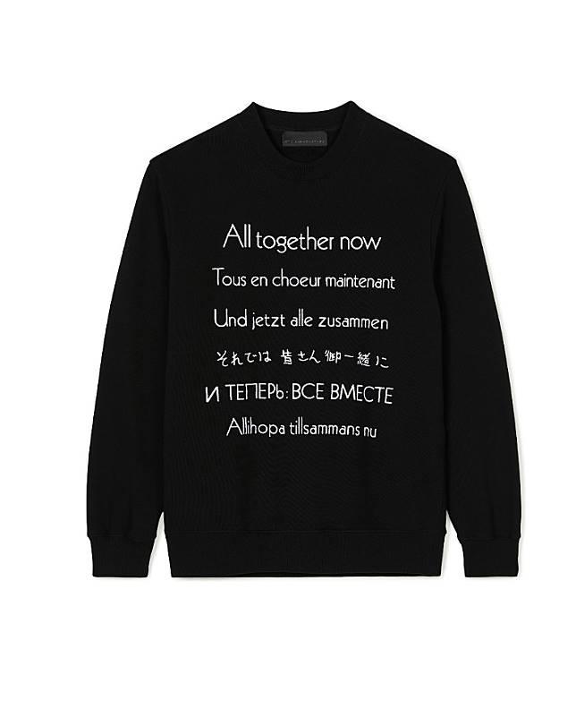 由多國語言寫成的「All Together Now」標語,成為系列的點題作。(互聯網)