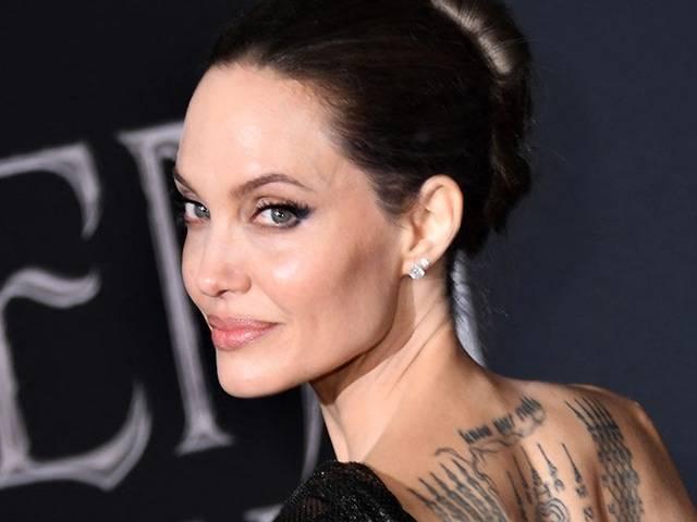 Angelina Jolie Memilih Lebih Lama di Rumah