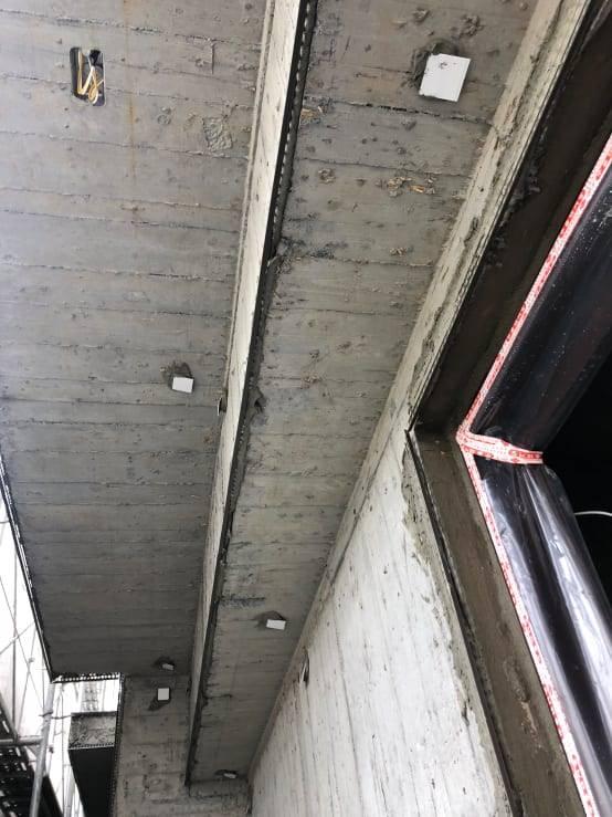 圖示:外部吊線黏修邊條及模基