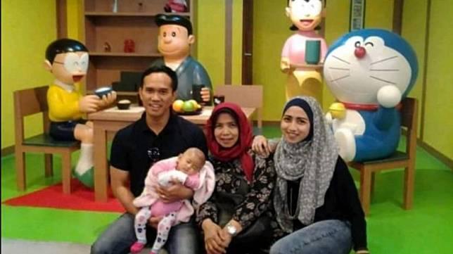 Nurhasanah dan keluarga.