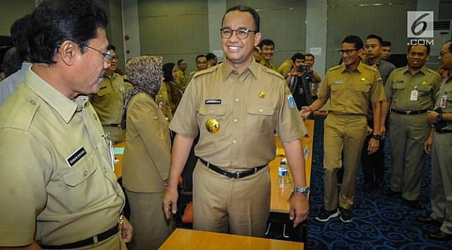 Hari Pertama Anies Baswedan dan Sandiaga Uno Berkantor di Balai Kota
