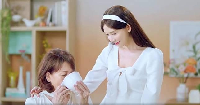 有傳林志玲與日本組合EXILE成員Akira閃婚,係為咗圓母親心願。