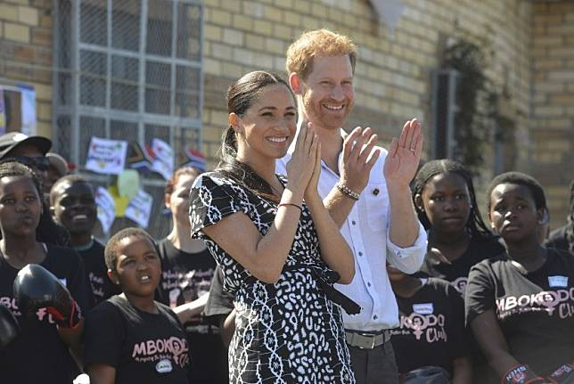 Meghan Markle dan suaminya Pangeran Harry. Markle diundang untuk berbicara di hadapan lulusan SMA tempatnya bersekolah dulu.
