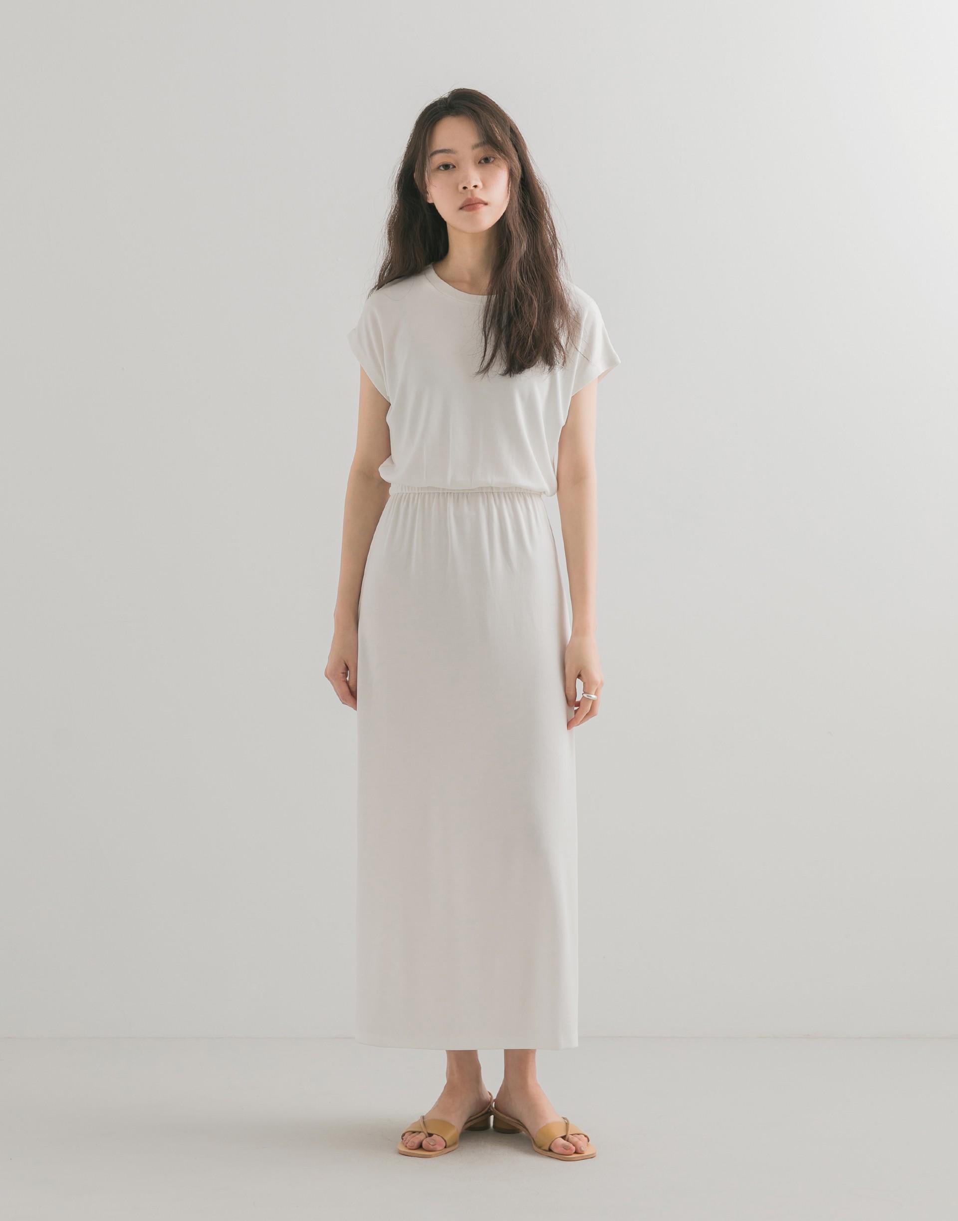 彈性:適中 柔軟舒適棉質料、連袖設計、腰鬆緊、下擺兩側有開衩