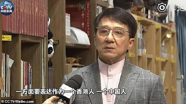 Jackie Chan mengungkapkan patriotismenya setelah krisis yang melanda Hong Kong.[CCTV/Daily Mail]