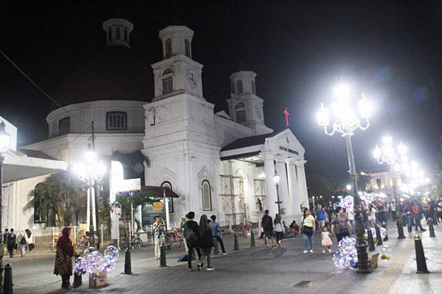 Visitors walk around Kota Lama, one of the popular tourist destinations in Semarang. The Central Java city has just been named as the cleanest tourist destination in Southeast Asia by The ASEAN Clean Tourist City Standard (ACTCS).