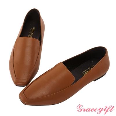 光澤感羊紋打造柔軟樂福鞋款 透氣舒適內裡自在好穿一整天 復古方頭今年必備的流行趨勢