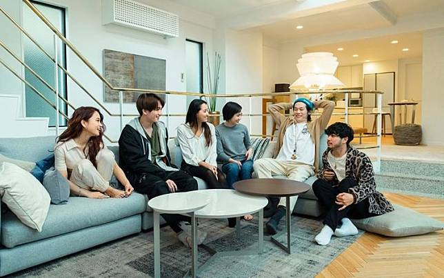 《雙層公寓》上年再回到東京拍攝。