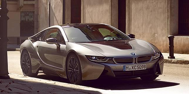 Mobil BMW i8 Coupe (Bmw.com.my)