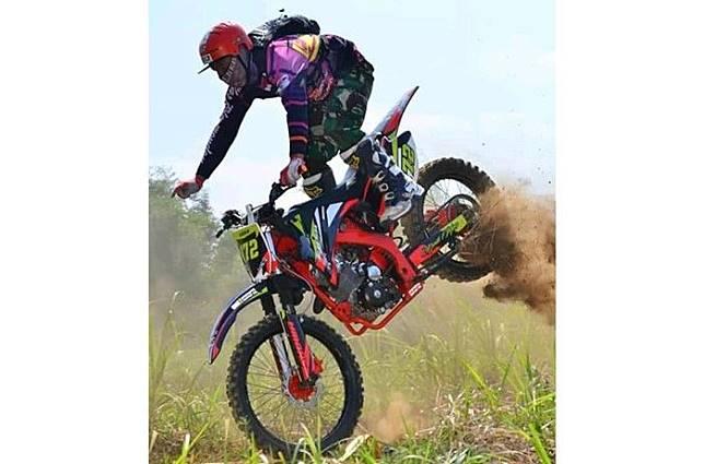 Jadi pembelajaran safety riding unggahan Wiwin Winengsih Permana di FB Grup Jual beli motor trail se-Bandung Selatan dan se-Jawa Barat