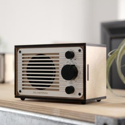 簡單不複雜的組裝方式 動聽之外更是耐聽 功能多樣且充電方便 木質設計為居家佈置添加美感
