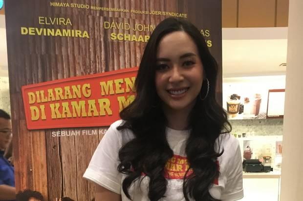 Tampil Sensual, Mantan Putri Indonesia Ini Enggan Dicap Vulgar