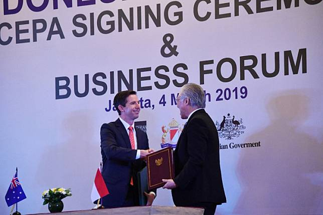 Done deal: Indonesian Trade Minister Enggartiasto Lukita (right) shakes hands with his Australian counterpart, Simon Birmingham, after signing the Indonesia-Australia Comprehensive Economic Partnership Agreement in Jakarta on March 4, 2019. The trade deal entered into force on July 5, 2020.
