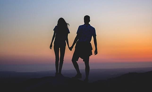Ketika orang lain menjadi dewa Anda, ketika kompas batin Anda hilang dalam hubungan dan orang lain, maka bisa jadi Anda dalam kesulitan. (Fo
