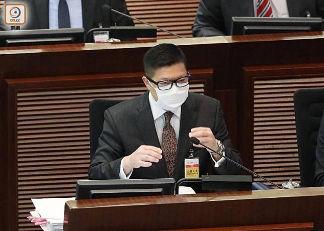 鄧炳強指警方指執行禁聚令會不偏不倚。(羅錦鴻攝)