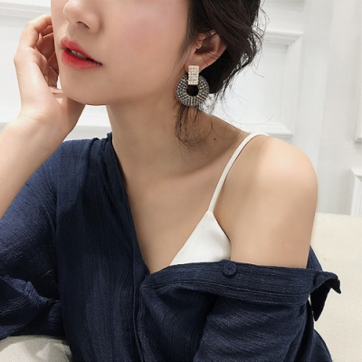 韓國 華麗氣勢女王圓環滿鑽耳環二色