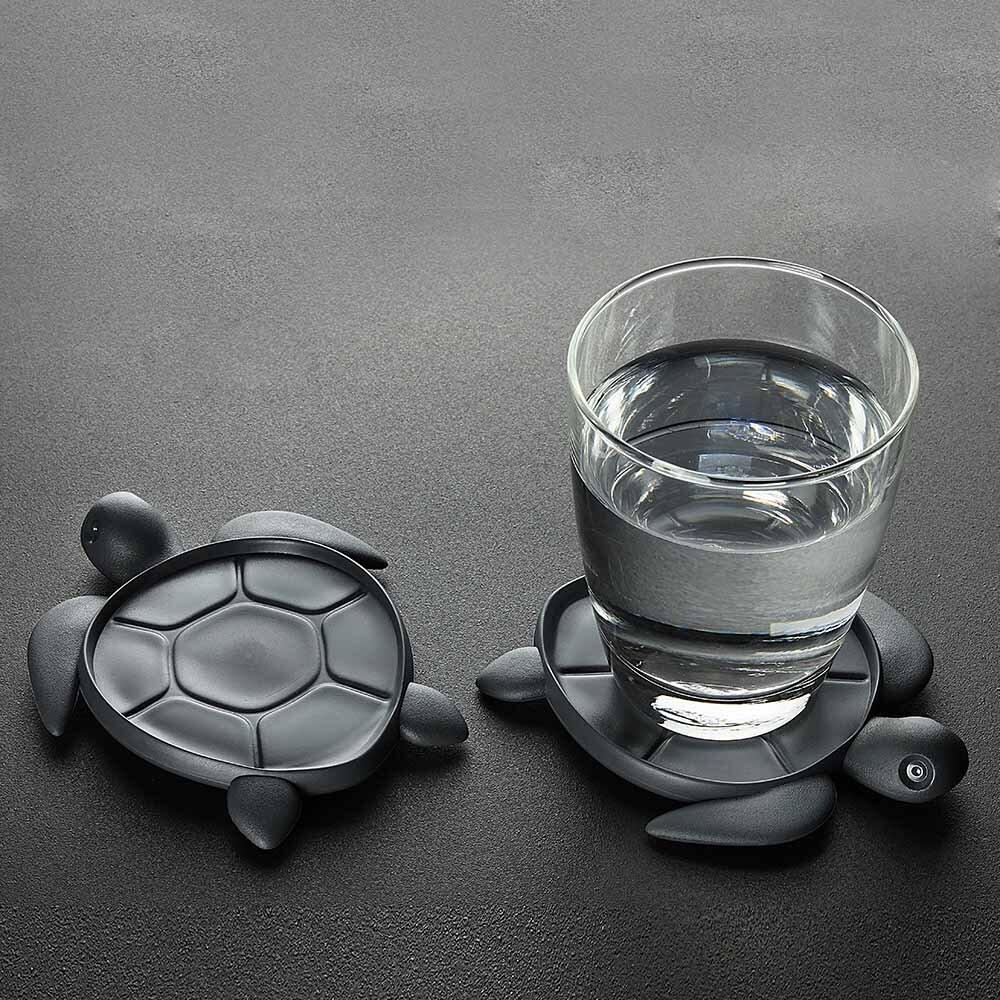 給海龜一個安心的環境每分每秒,海洋中總有塑料垃圾漂浮著,而可憐的海龜不管多麼努力,總是無法逃脫到處都是的寶特瓶,甚至誤食導致死亡。請多愛護我們的海洋,讓海中生物有個安心的生存環境。黑色款:使用國際環保