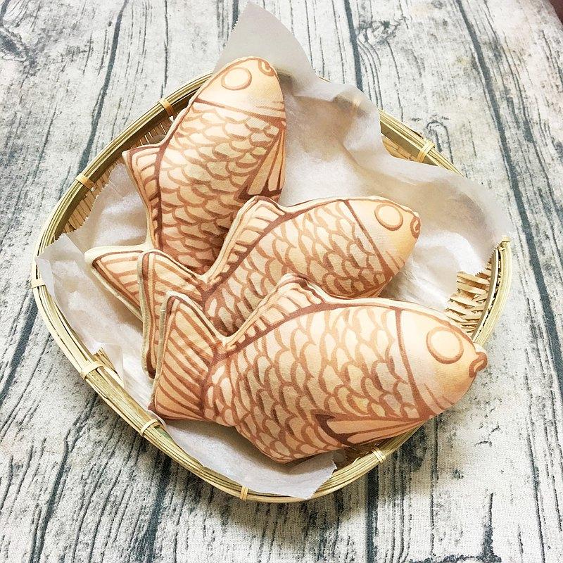 鯛魚燒造型貓草玩具,內含讓貓咪瘋狂的貓薄荷、木天蓼、蟲癭果粉,好吃又好玩