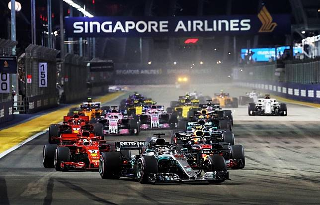 F1 Singapura yang berlangsung mala hari selalu menyajikan lomba menarik