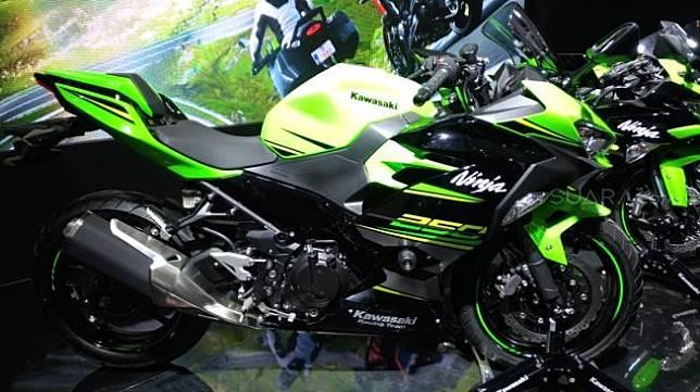Kawasaki Ninja 250 MY 2019 di booth Kawasaki, IMOS 2018, dilengkapi smart key  [Suara.com/Manuel Jegestha Nainggolan]