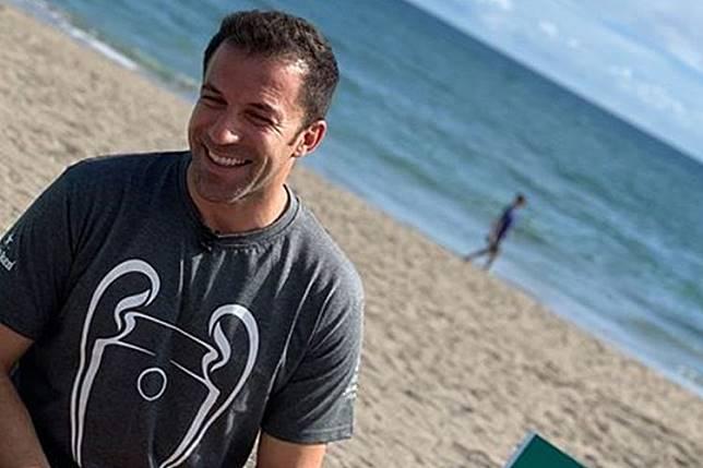 VIDEO - Main Bola di Pantai Bali, Del Piero Sakit Pinggang Setelah Lakukan Salto