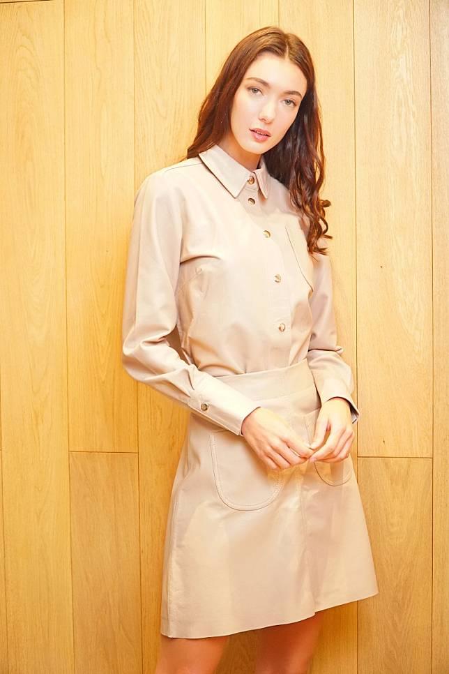 Marimekko杏色皮革恤衫、半截裙(莫文俊攝)