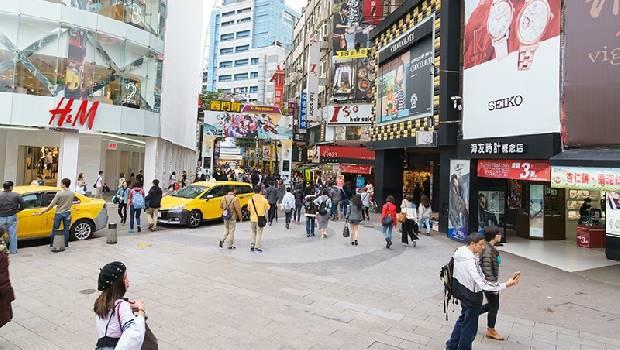 65歲在美國月領22萬元,回來台灣領22K!兩個實例:中年人在美國是寶,到台灣變草...