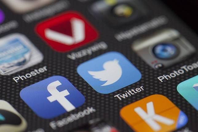 Facebook、Twitter宣稱 中國使用數百個假帳號散播「假新聞」