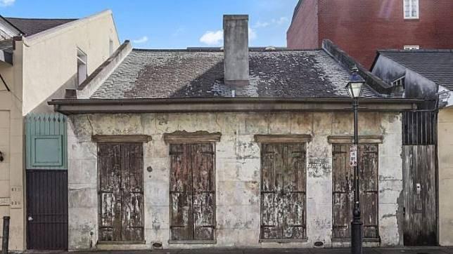 Rumah yang dulu didiami Lenny Kravitz ini tampak tak terawat padahal mewah! (dok. rachelperkoff)