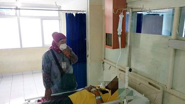Seorang pasien suspect terkena virus mers-cov dirawat di RSUP M Djamil Padang. (Foto: Liputan6.com/ Novia Harlina)