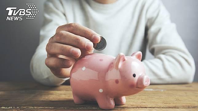 存錢對許多年輕人來說是一大難事。示意圖/TVBS