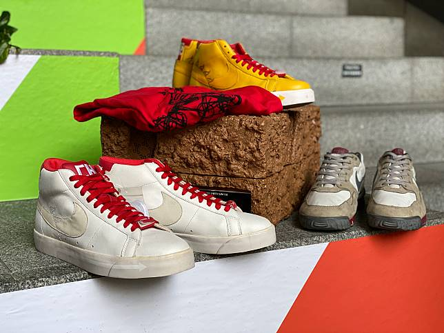 "(圖03)(左起)2008'Michael Lau x Nike Blazer Premium SB""Beijing Olympic BMX"" Crazy Family Version、2008'Michael Lau x Nike Blazer Premium SB""Beijing Olympic BMX""、 2003'Michael Lau x Fiberops x Nike Air Wildwood"