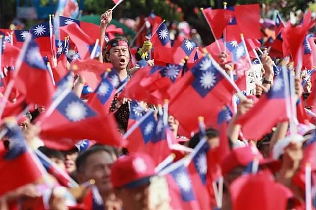 韓國瑜15日在雲林斗六人文公園舉行造勢大會,旗海飄揚。(黃國峰攝)