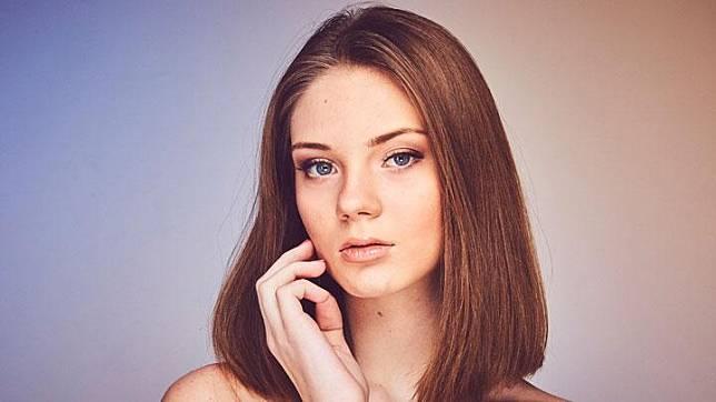 Ilustrasi wajah wanita. Unsplash.com/Andreas Fidler