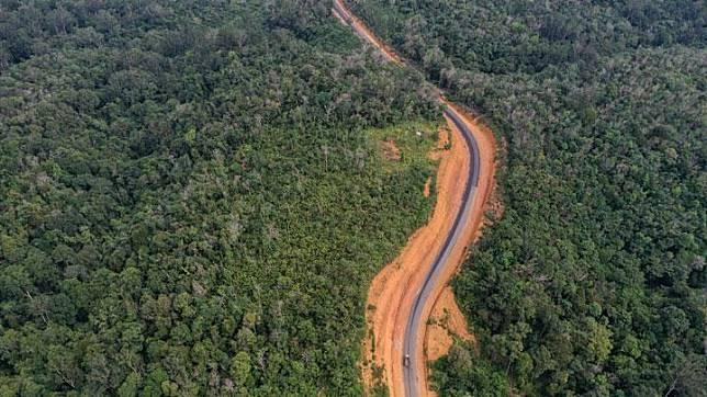 Foto udara kawasan Bukit Nyuling yang merupakan salah satu daerah bakal calon ibu kota negara, di Tumbang Talaken Manuhing, Gunung Mas, Kalimantan Tengah, Kamis, 25 Juli 2019. ANTARA/Hafidz Mubarak A