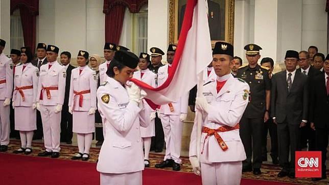 Daftar Nama 68 Paskibraka HUT RI 2019 yang Dikukuhkan Jokowi Presiden Joko Widodo mengungkuhkan 68 siswa/siswi SMA dari 34 provinsi menjadi Pasukan Pengibar Bendera Pusaka (Paskibraka) HUT Kemerdekaan RI 17 Agustus 2019. (CNN Indonesia/Feri Agus Setyawan)